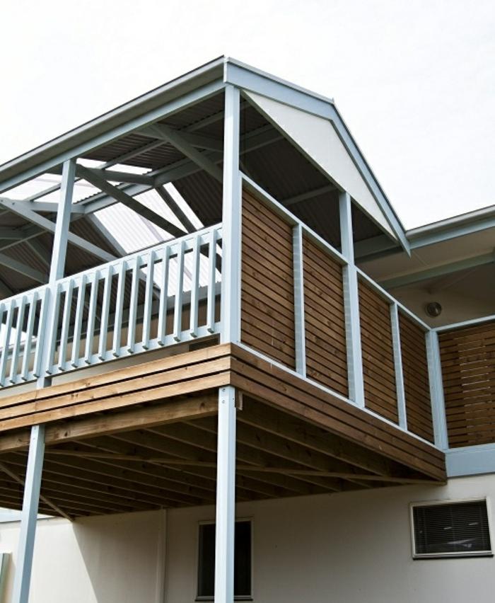 Sichtschutz und Pergola Überdachung bauen aus Holz und Doppelstegplatten