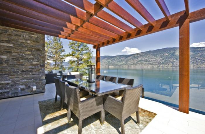 Balkon Überdachung Holz Design mehrteiliger Tisch mit Bestuhlung