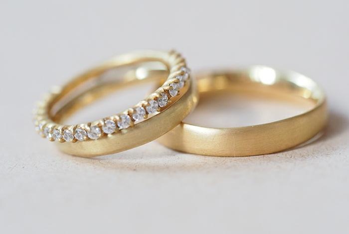 Gelbgold Hochzeitsringe mit Edelsteinen für die Braut Diamanten