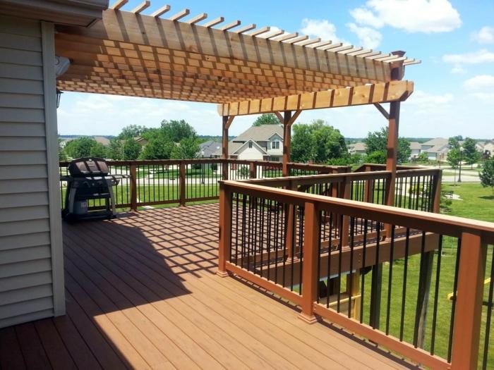 Überdachung Holz Ideen für Beschattung Grill auf dem Holz Balkon