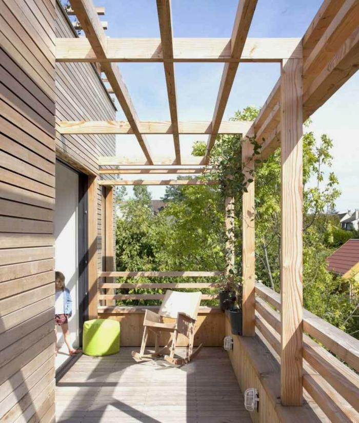 robustes Holz naturbelassen balkon Beschattung gestalten mit Relax Sessel