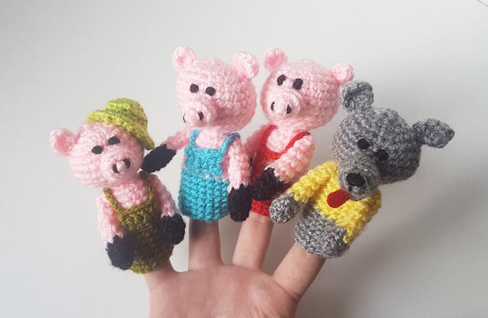 Die drei kleinen Schweinchen und der Wolf auf den Finger um Theater zu machen - Amigurumi häkeln