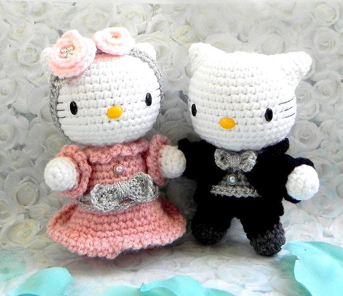 Hello Kitty wie ein Brautpaar in rosa und schwarze Bekleidung - Amigurumi Häkelanleitung