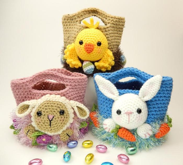 drei Tüten in verschiedene Farbe und verschiedene Figuren als Verzierung - Amigurumi für Anfänger
