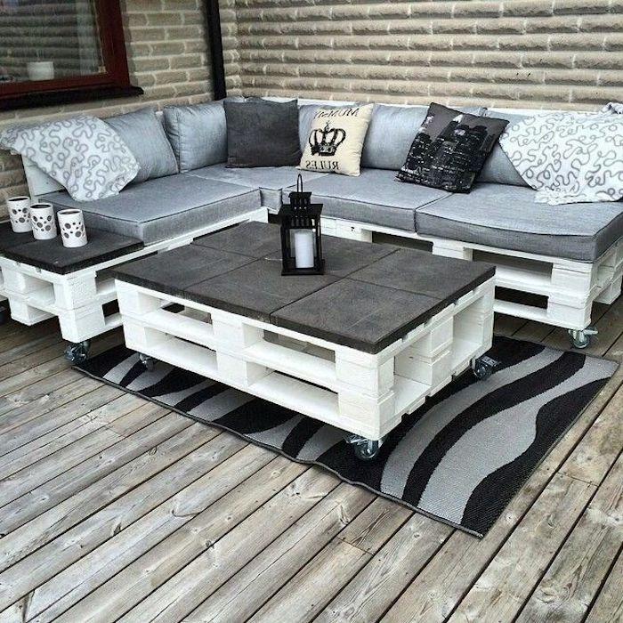 hier zeigen wir ihnen tolle und weiße sofas, bänke und tisch aus den alten europaletten mit weißen und grauen kissen