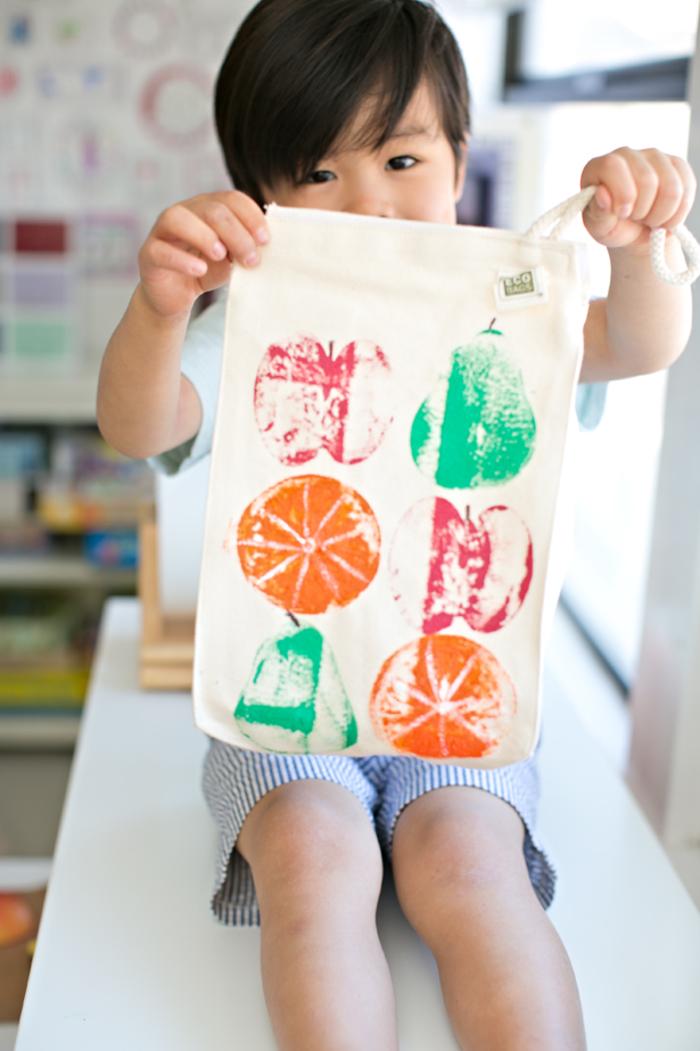 DIY Ideen für Kleinkinder, Stempel aus Früchten selber machen und Tuch dekorieren