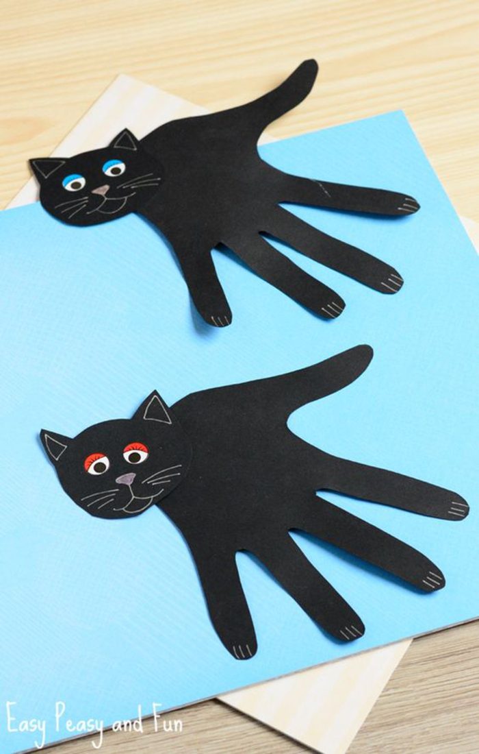 DIY Ideen für Kinder, schwarze Katze aus Papier basteln, Handabdruck als Körper der Katze