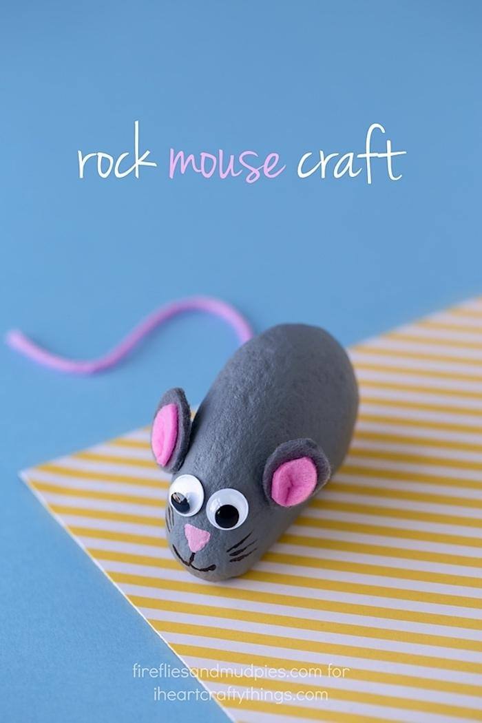 DIY Maus Stein, kleinen Stein grau bemalen, Ohren aus Filz, Schnur für Schwanz und Wackelaugen kleben