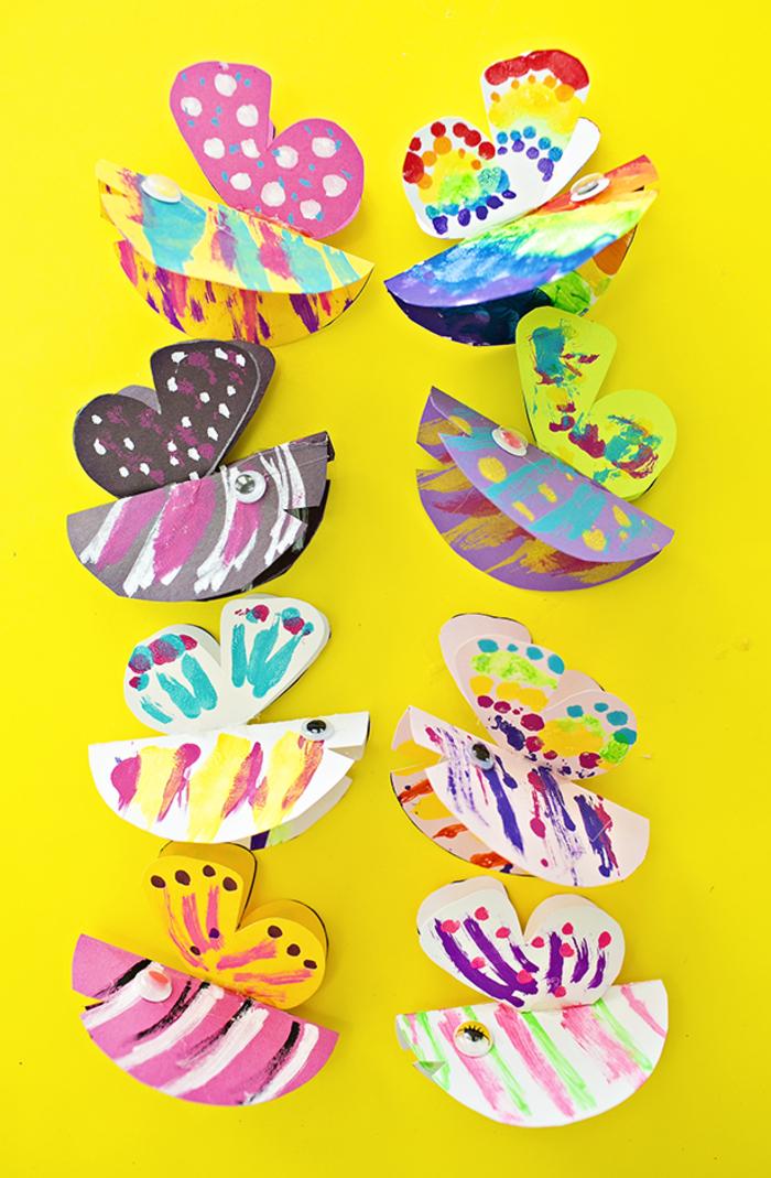 Schmetterlinge aus Papier schneiden und bunt bemalen, DIY Idee für Kleinkinder
