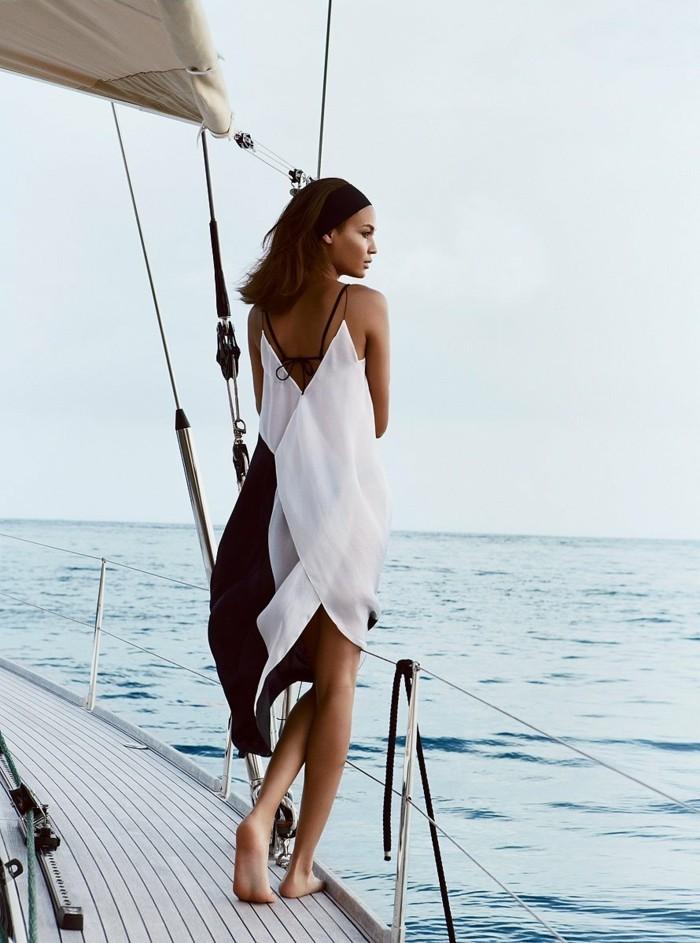 beach outfits zum beneiden schwarz weißes kleid auf dem boot foto model kopftuch