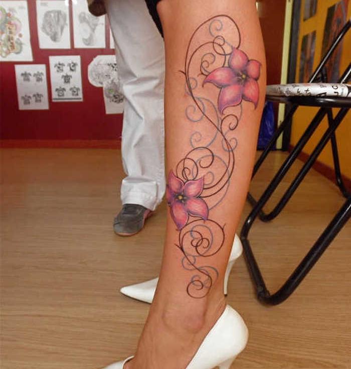 bleiebteste tattoos fr frauen, bunte tätowierung mit rosa blumen