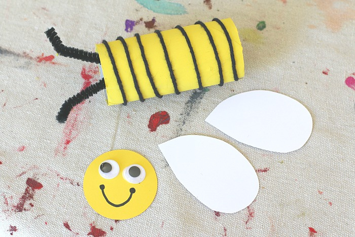 Basteln mit Kindern, einfache und kreative Idee für Kinder, Materialien: Rolle, Papier und Faden