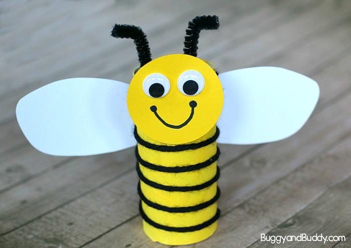 Basteln mit Kindern, kreative DIY Ideen, Biene aus Rolle, Faden und Papier selber basteln