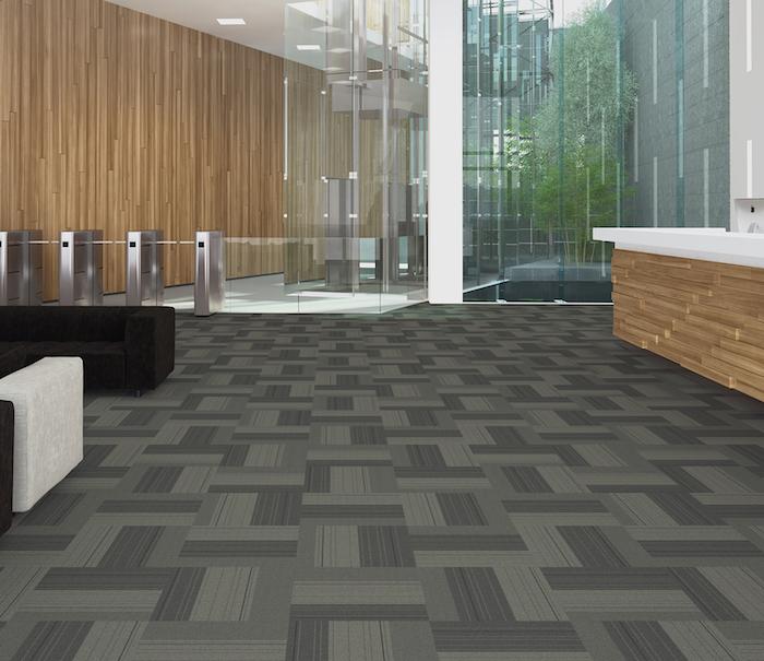 grauer Teppich wie Fliesen mit verschiedenen Muster in einem Bürogebäude pflegeleichter Teppich