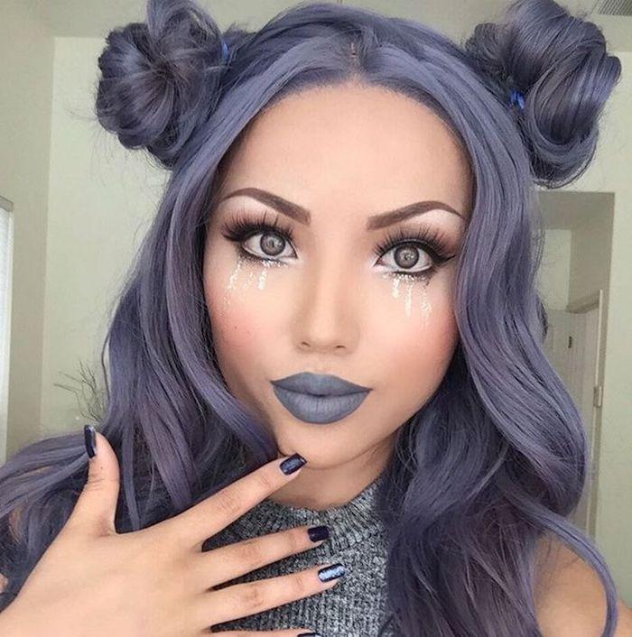 braune haare grau färben, braunes augen make-up und lila lippenstift, dutt-frisur