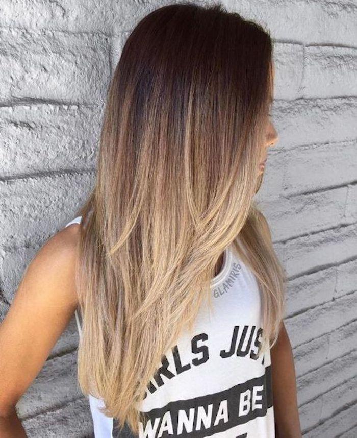 ombre blonde haare von einem mädchen tolle idee schöne frisur t-shirt mit schwarzen schriften