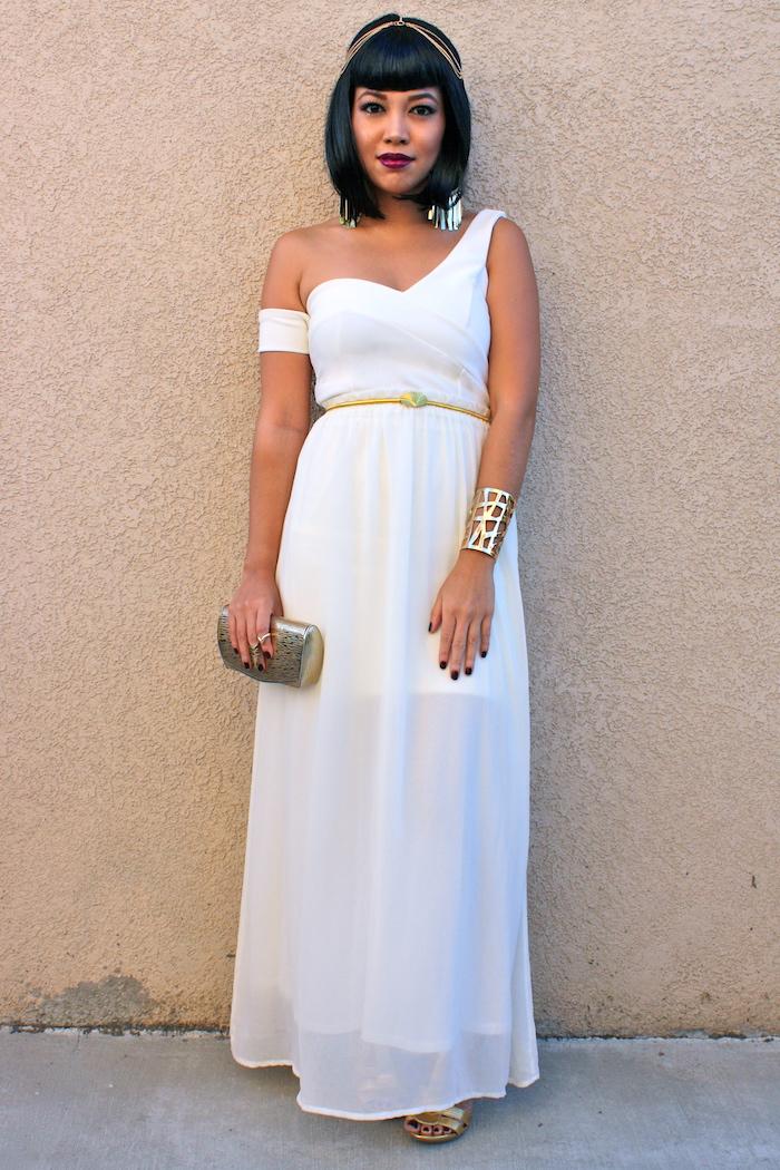 cleopatra schminken langes weißes kleid elegant und bequem goldener schmuck
