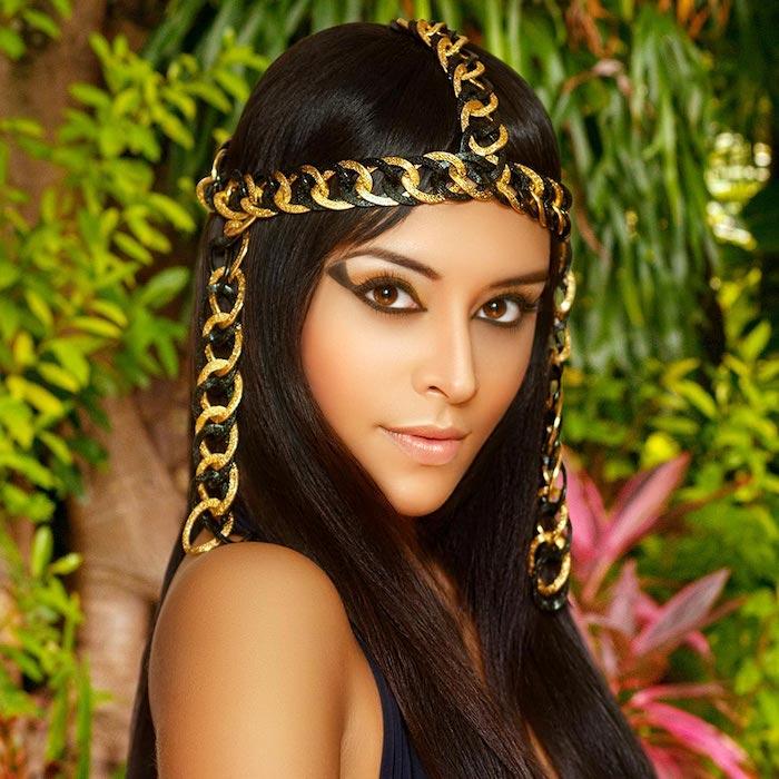 pharaonin kostüm idee für schönen kopfschmuck und lange lidstriche in schwarz