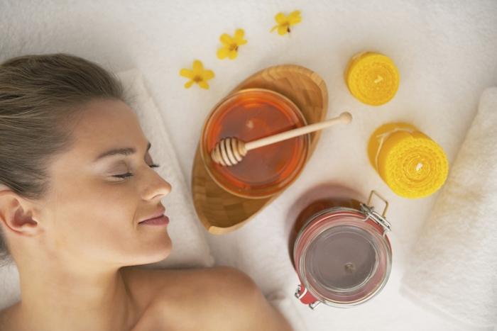 cleopatra schminken vorbereitung maske die haut schön machen honig maske