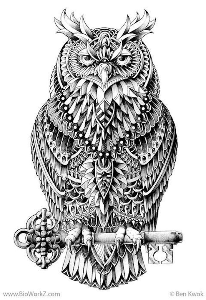 eine tolle idee für einen schwarzen tattoo owl - ein großer schwarzer uhu mit einem großen schwarzen schlüssel