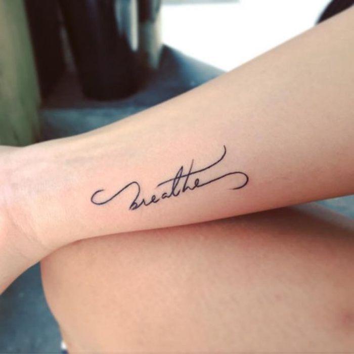 52 Tolle Ideen Und Bilder Zum Thema Tattoo Schriften Handgelenk