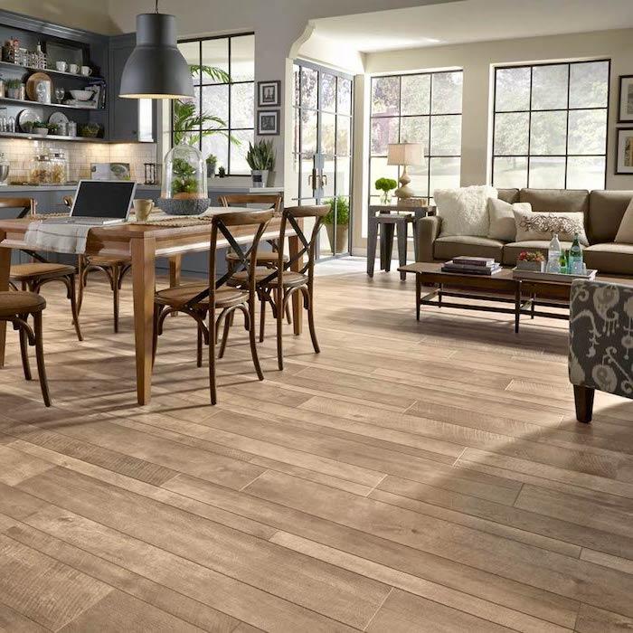 Bodenbeläge Einzimmer Wohnung mit Esstisch und ein Sofa Kochinsel Laminat Boden