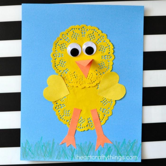 lustige Postkarte selber machen, Basteln mit Kindern, Ideen zum Inspirieren, gelbes Hähnchen aus Papier
