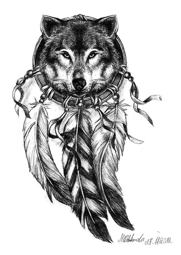 das ist eine unserer ideen für einen tattoo mit einem schwarzen drmcatcher mit langen federn und einem schwarzen schönen wolf