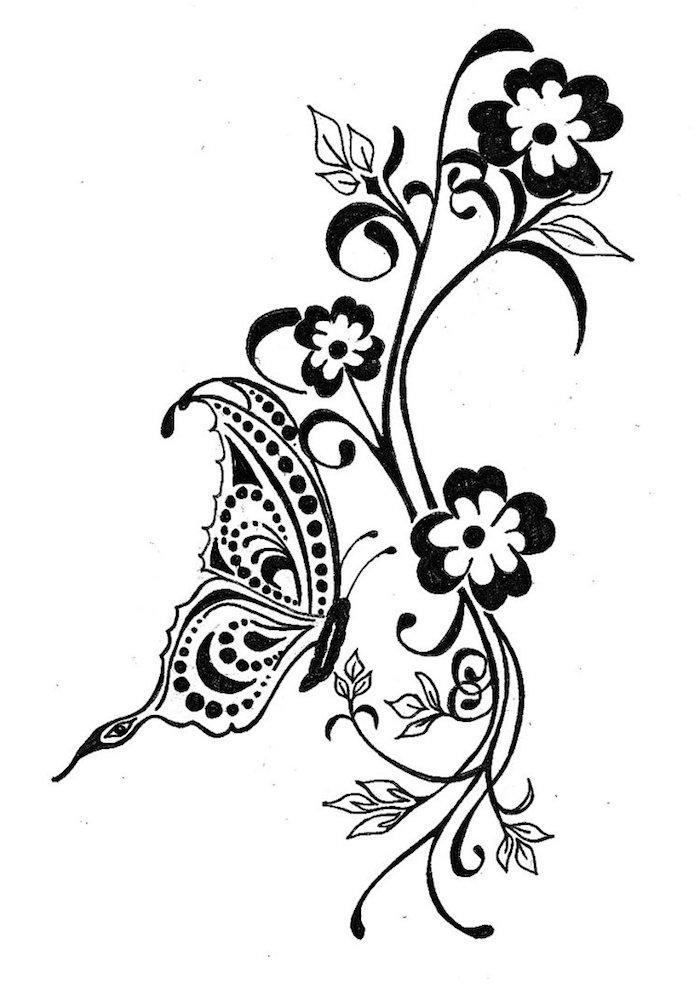 werfen sie einen blick auf diese idee fr einen schwarzen tattoo mkt schwarzen und weißen blumen und einem schwarzen kleinen fliegenden schmetterling