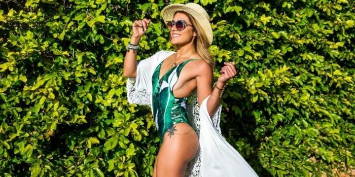 italienische bademode trendy bikini badeanzug in grün weißer oberteil brille