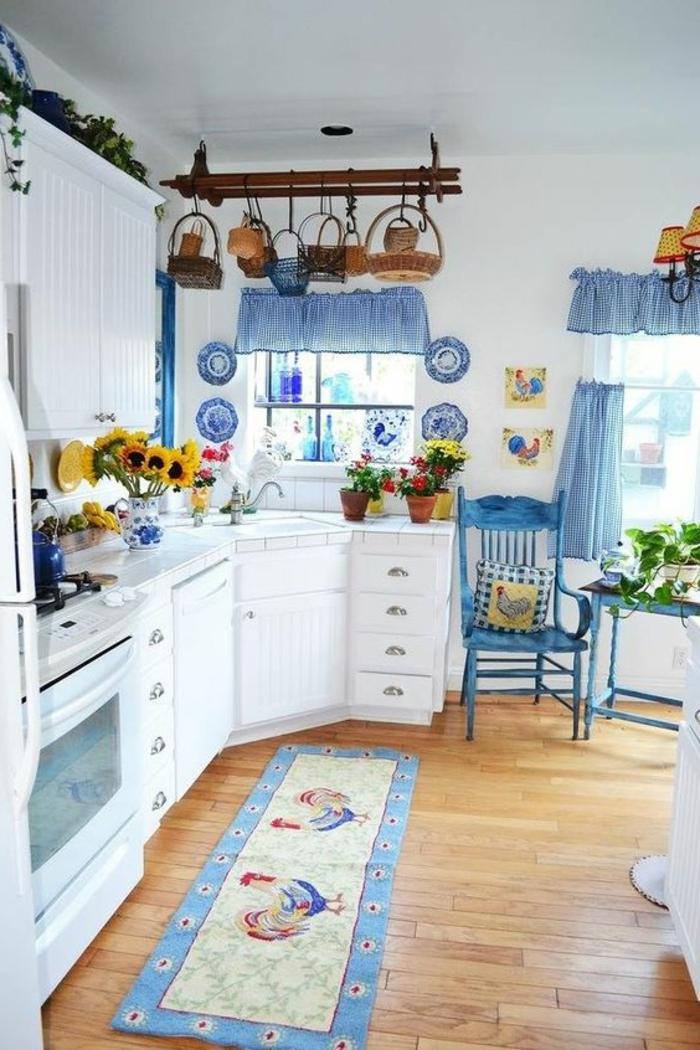 retro küche mit landhaus und shabby deko blau und weiß
