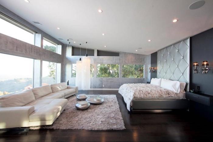 feng shui, schlafzimmer, großer fenster, weißes ledersofa, teppich, bett