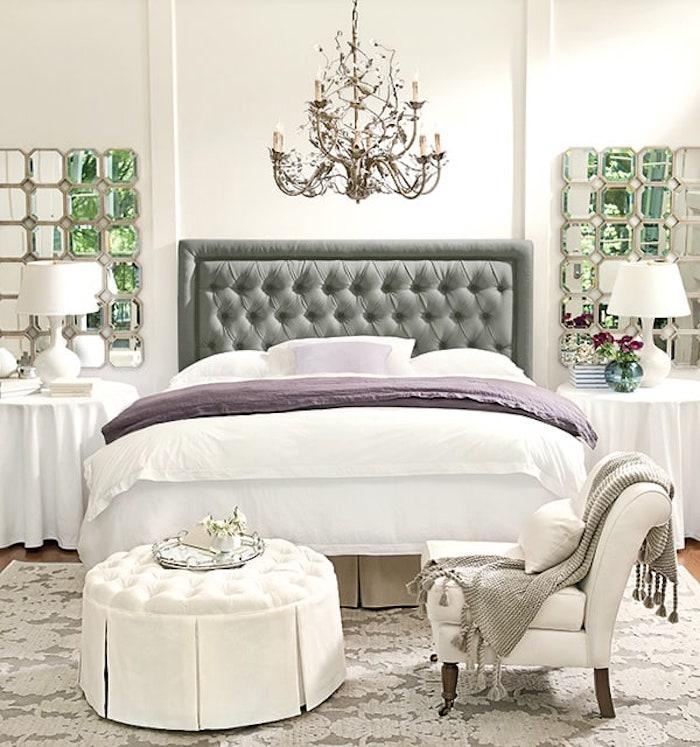 feng shui, graues bett, schlafzimmer in weiß, sessel, kronleuchter