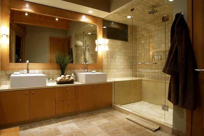 feng shui, badezimmer in hellbraun, eckiger spiegel, duschkabine, pflanze