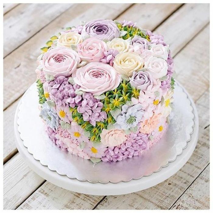 Motivtorte Idee zum Frühling und Ostern Dekoration Blumen Fondant