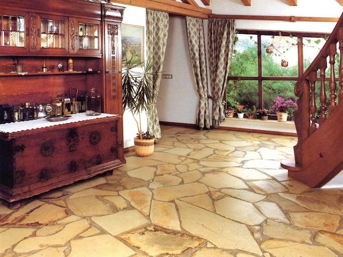 gelbe Fliesen in Naturstein Optik im Wohnzimmer in vintage Stil - Fußbodenbelag