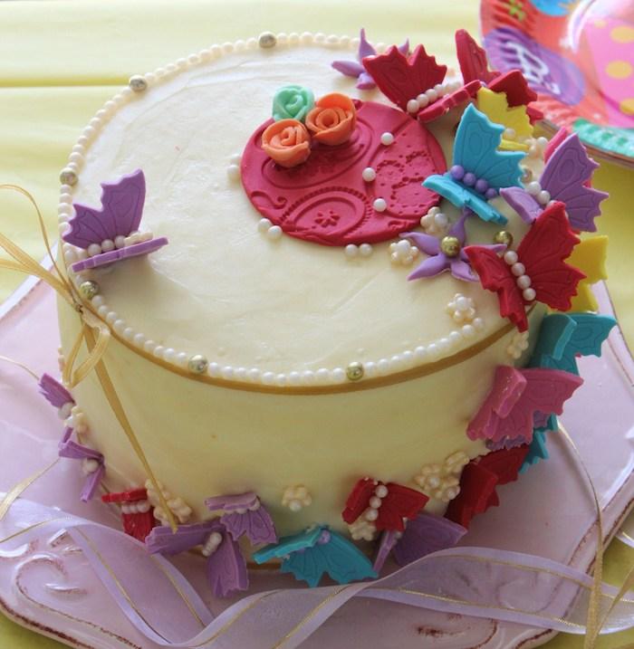 wunderschön dekorierte Torte für kleine Mädchen, Zuckerfiguren, Tortendeko