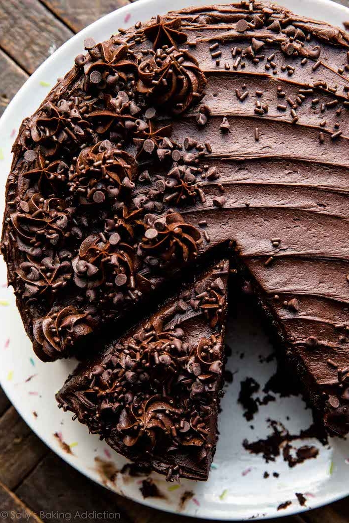 geburtstagskuchen bilder, kuchen mit schokoladesahne dekoriert mit schokolade