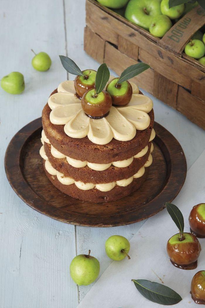 geburtstagskuchen bilder, kleiner kuchen mit creme und äpfeln