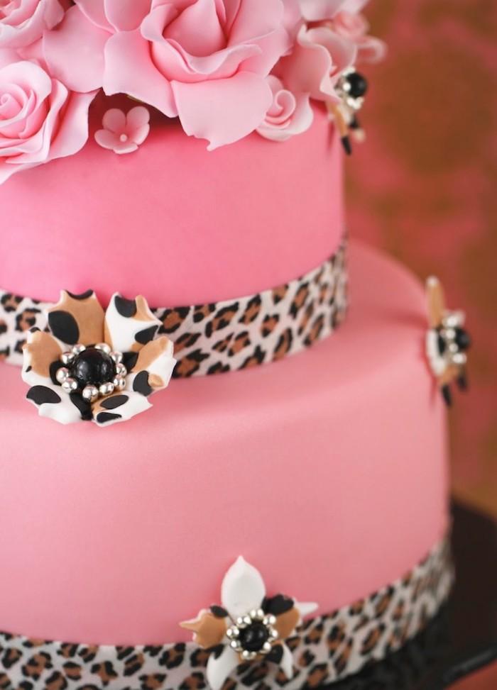 geburtstagskuchen bilder, torte dekoriert mit rosa fondant, rosen und perlen