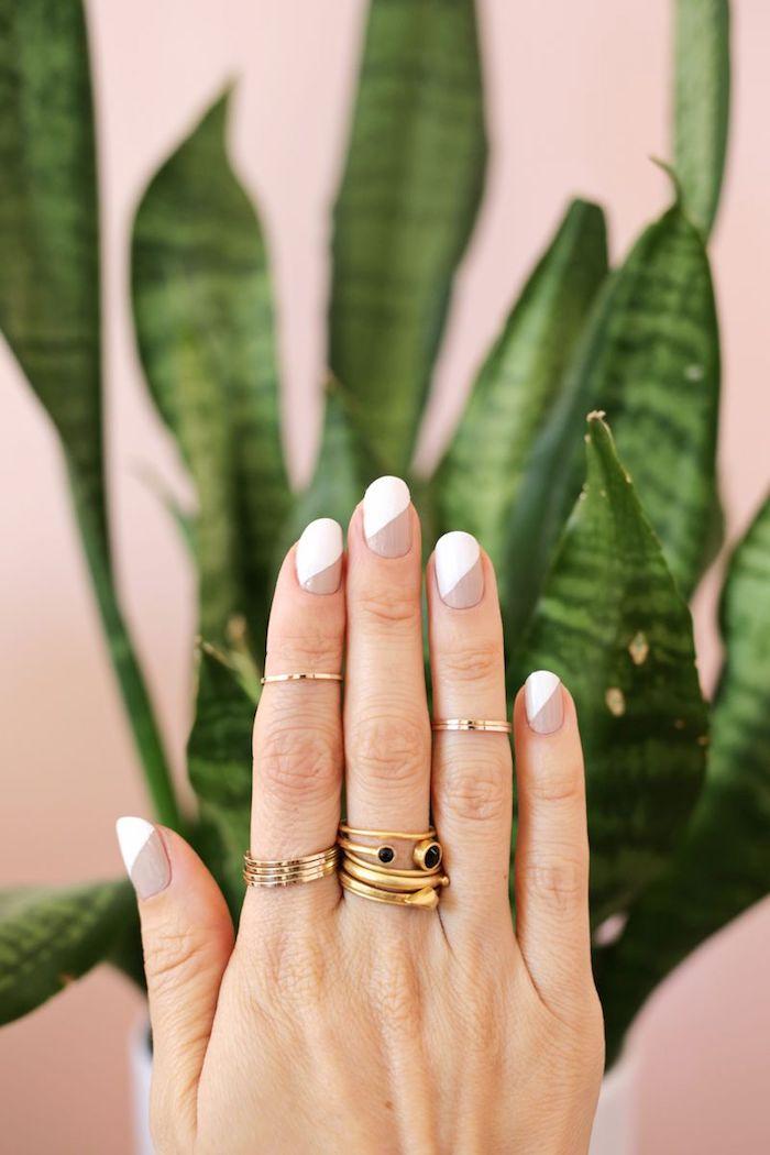 gelnägel bilder, lange nägel lackieren, goldene ringe, hand