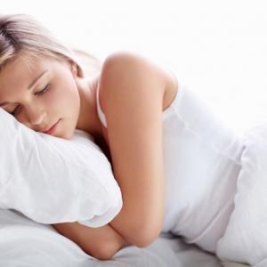 Trotz Sonne und Licht gut schlafen – Wie geht das?