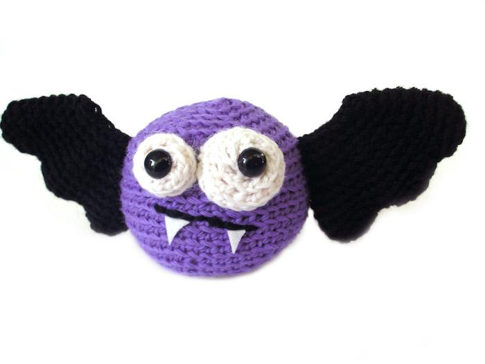 Fledermaus aus einer bekannten Serien, die eigentlich Vampire ist - Amigurumi für Anfänger