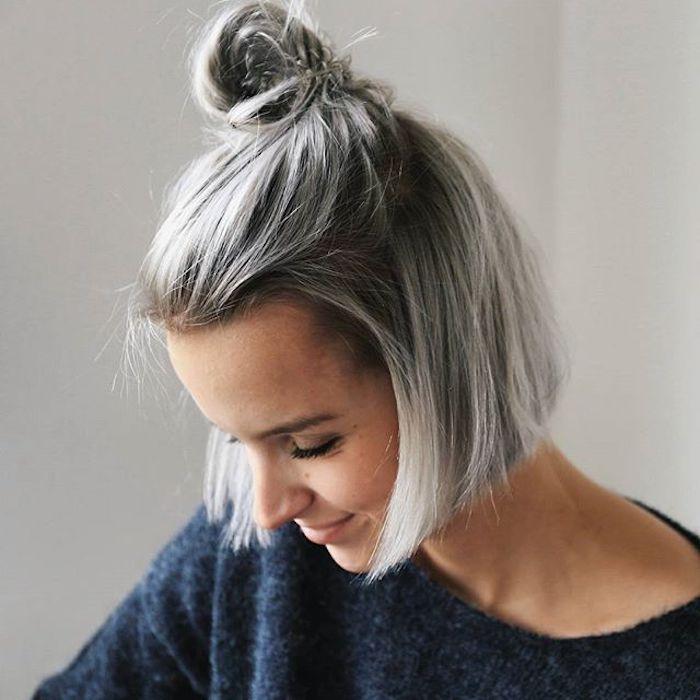 kurze bob-frisur, frau mit grauen glatten haaren, dutt-frisur