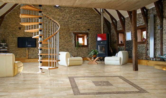 Wendeltreppe, Einzimmerwohnung, Design Boden aus Fliesen, zwei Sessel und Tisch