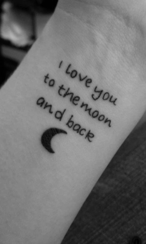 ein schwarzer kleiner mond - noch eine idee für einen kleinen schwarzen tattoo auf handgelenk