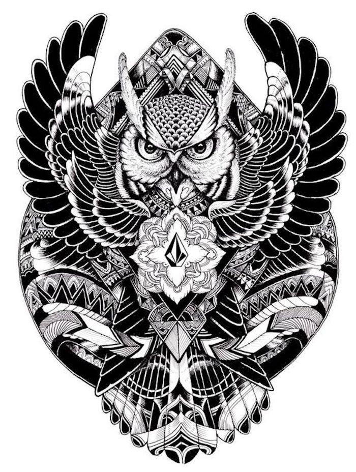 das ist eine idee für einen schwarzen großen owl tattoo mit einem fliegenden uhu
