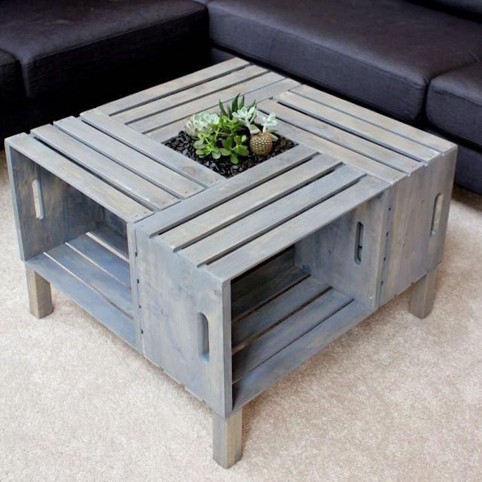 das ist ein kleiner moderner tisch aus alten europaletten und kleine grüne pflanzen - eine idee zum thema europaletten selber bauen