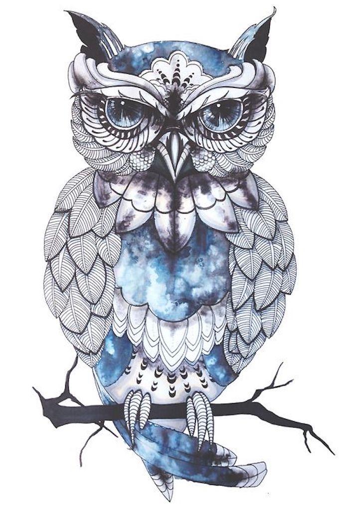 das ist eine blaue eule mit blauen augen - idee für einen owl tattoo
