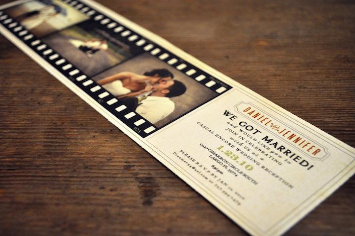 eine Hochzeitszeitung wie ein Filmband gemacht mit Fotos aus der Hochzeit von dem Brautpaar